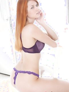 Сексуальная рыжая женщина - фото эротика.