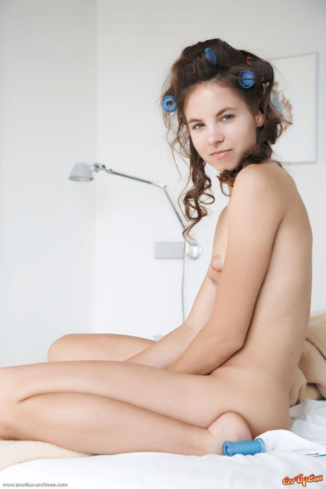 Голая девушка с утра - фото эротика.