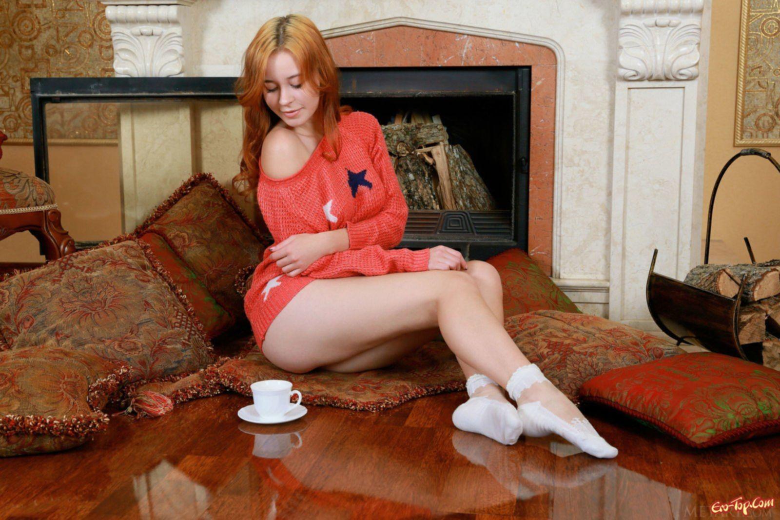 Рыжеволосая девушка с волосатой писькой и лобком - фото