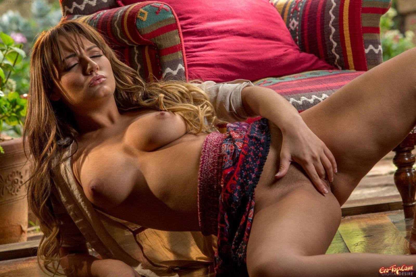 Огромная грудь Charlotte Cross » Эротика. Смотреть фото красивых голых девушек бесплатно