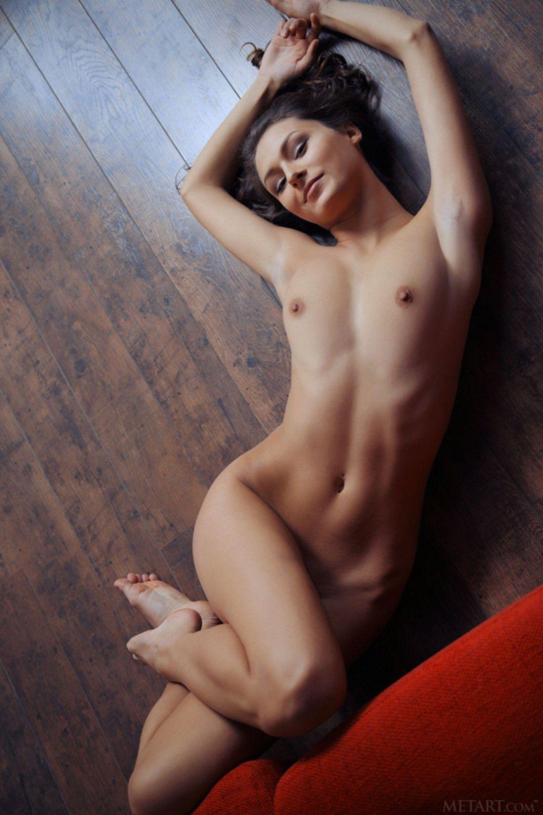 Красивая жопа упругой девушки - фото