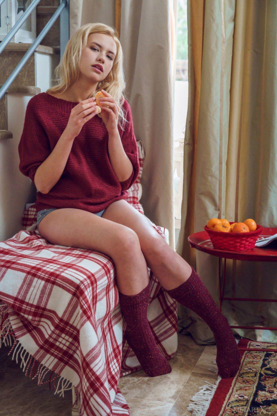 Сексуальная девушка с прекрасным голым телом - фото