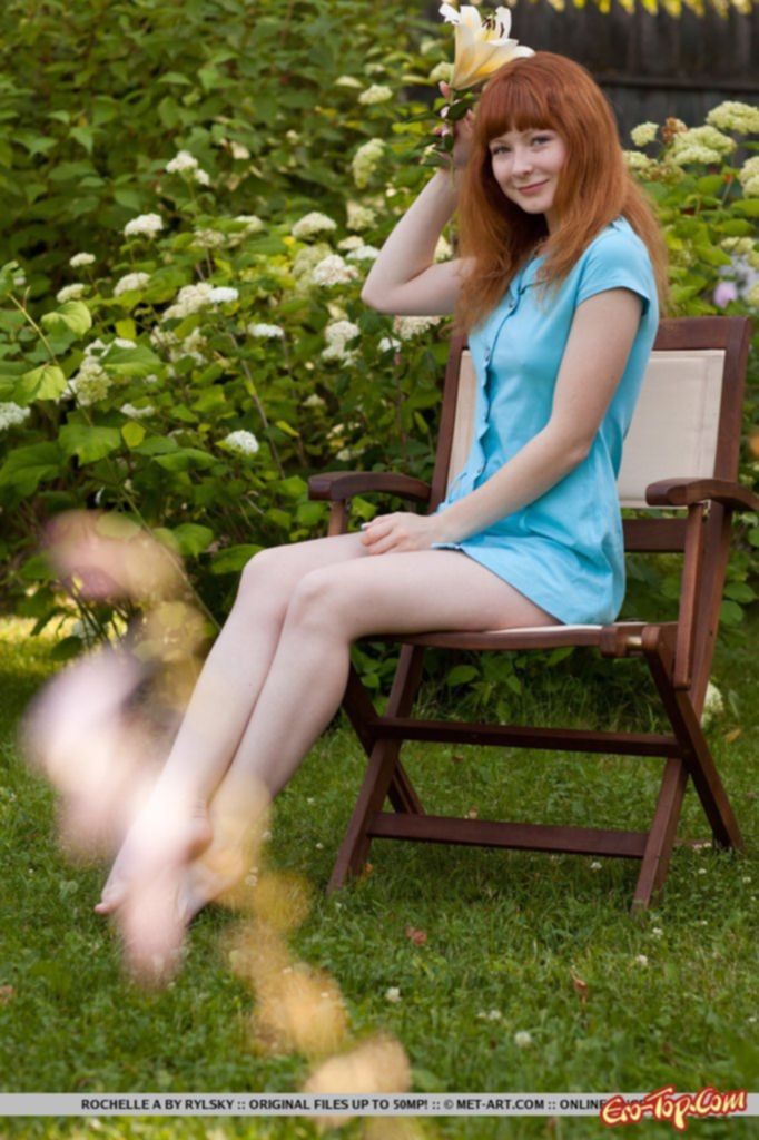 Рыжий лобок красивой голой девушки. Фото эротика.